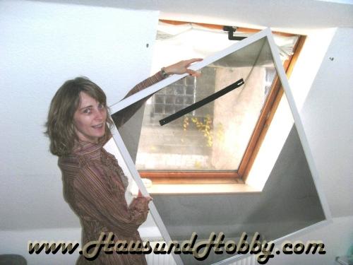 haus und hobby shop24 fliegengitter f r dachfenster mit reisverschluss. Black Bedroom Furniture Sets. Home Design Ideas